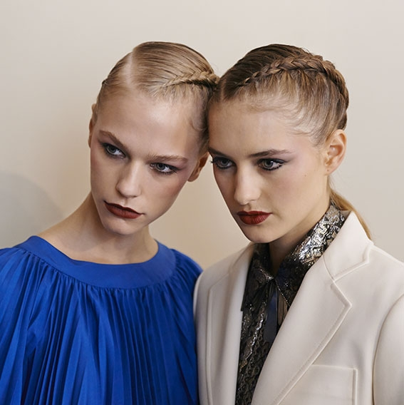 Backstage Vanessa Seward Spring-Summer 2016 collection finished look model mini | René Furterer