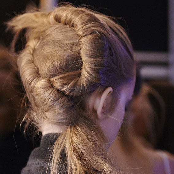 Backstage Véronique Leroy Spring-Summer 2016 collection Fashion Week hair chignon | René Furterer